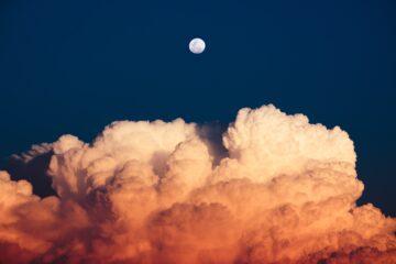 nocne zdjęcie chmur