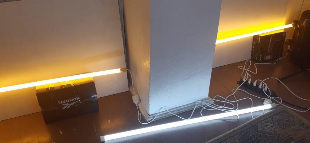 Przykład podłączenia żółtych LEDowych żarówek